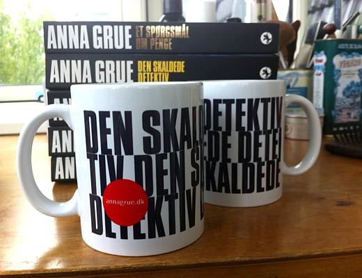 Drik te med Den Skaldede Detektiv | AnnaGrue.dk